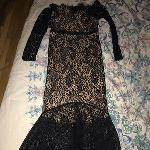 Midaxi Black/beige off the shoulder fishtail dress
